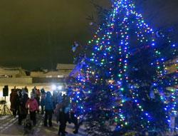 Вечером, 30 декабря 2016 года, в 18:00 в Яглово состоялось открытие II Новогодней Ёлки. Праздник собрал около семидесяти жителей нового и перспективного района, что показало явный рост активности и развития.